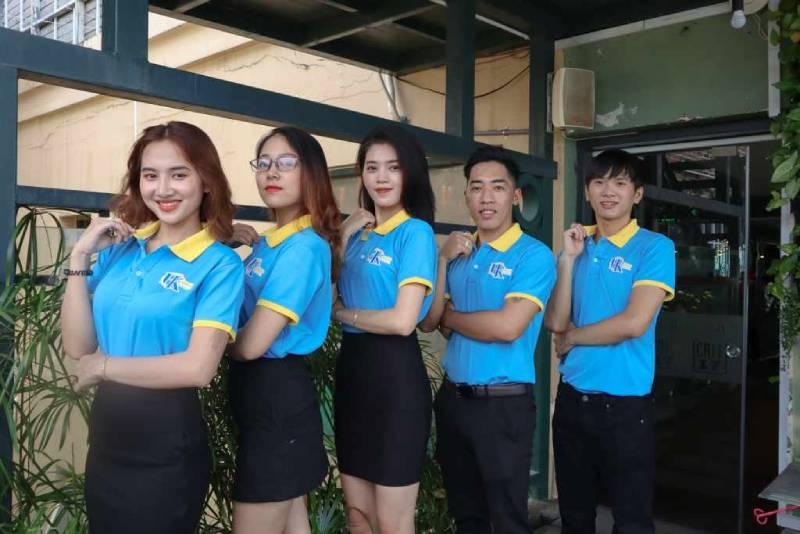 Các mẫu áo đồng phục công ty tại đồng phục Nhân Lộc đa dạng về kiểu dáng, màu sắc