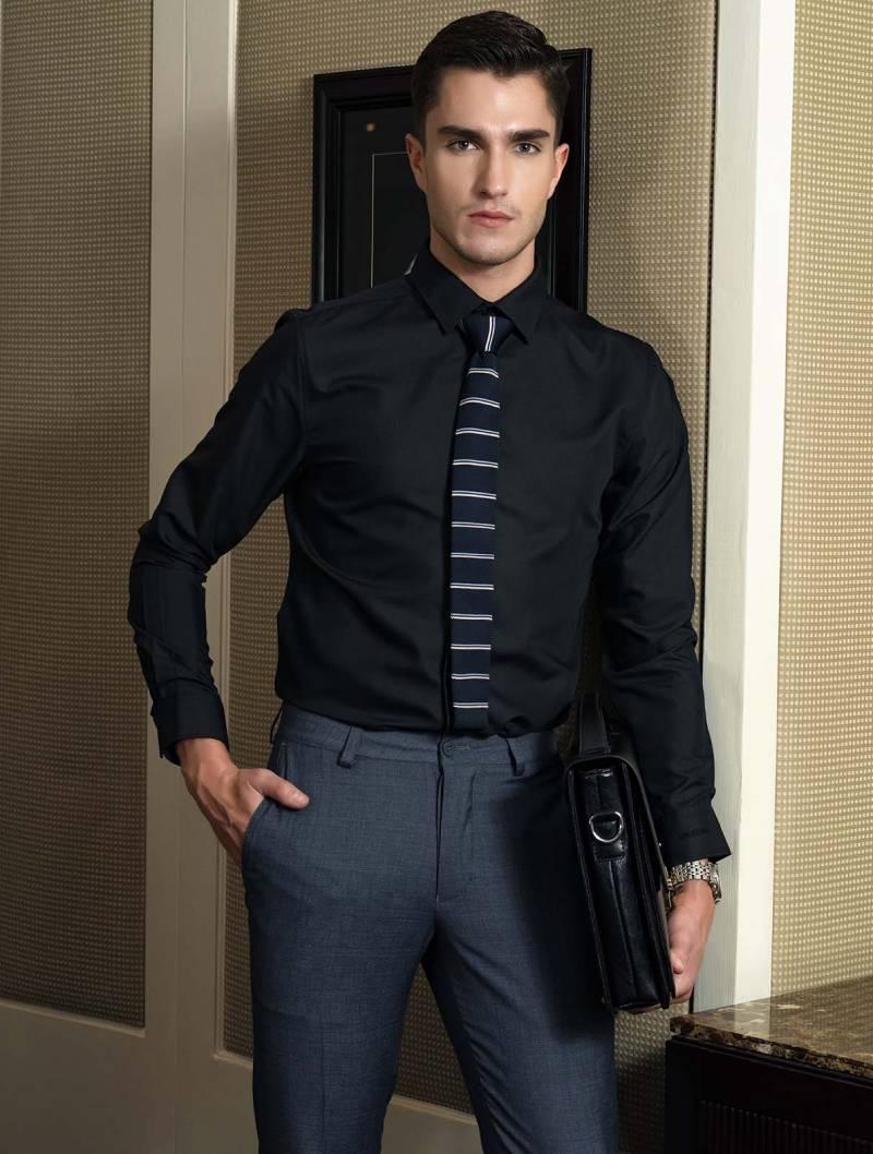 Thiết kế áo đồng phục đơn sắc, không cầu kì tạo sự chuyên nghiệp, thanh lịch