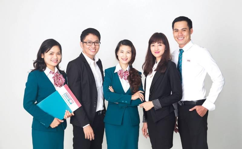 nDư Nha Trang - Đội ngũ nguyên viên thiết kế chuyên nghiệp cho ra những mẫu đồng phục công sở đẹp