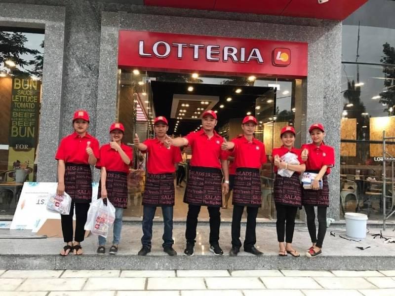 Lựa chọn màu đỏ nổi bật đồng phục công ty Lotte đem đến tính chuyên nghiệp cao cho công ty