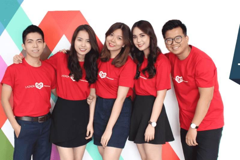 Mẫu đồng phục công ty cổ thể hiện vẻ trẻ trung, năng động và hiện đại cho nhân viên khi mặc