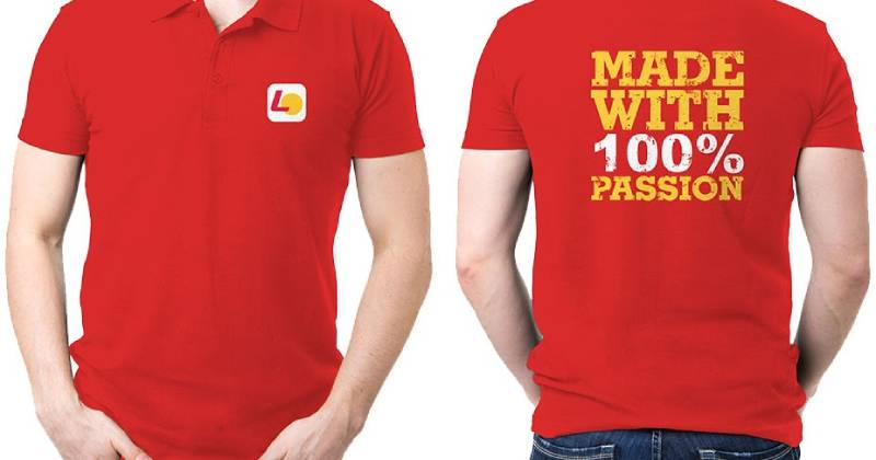 Áo đồng phục Lotte với logo và slogan của thương hiệu