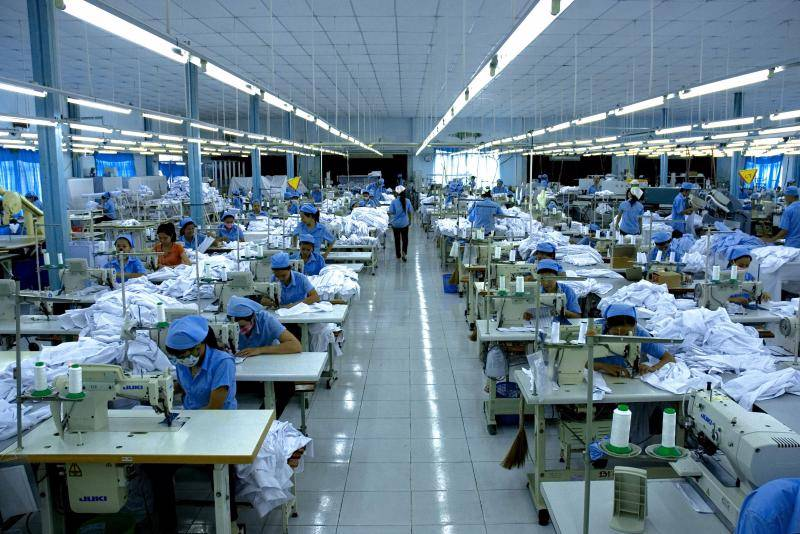 Với quy mô sản xuất rộng cùng trang thiết bị máy móc hiện đại Dệt may Phú Tăng đảm bảo sản xuất được số lượng lớn đồng phục nhanh nhất