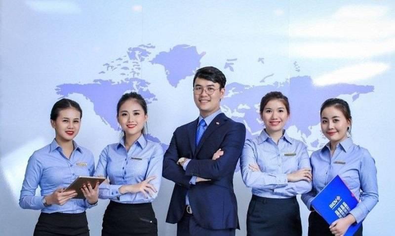 Đồng phục dành cho cáp lãnh đạo thông thường là áo sơ mi hoặc vest giúp đem lại sự sang trọng, lịch sự và chuyên nghiệp