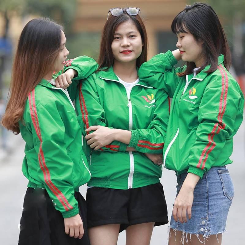 Áo khoác thường được các công ty sử dụng trong thời tiết mùa thu đông