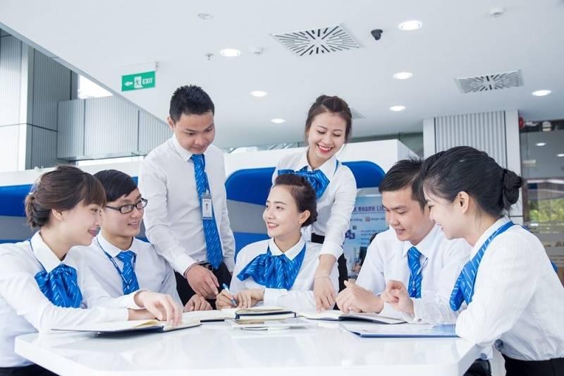 Mặc đồng phục công sở không chỉ tạo sự thống nhất mà còn có nhiều vai trò quan trọng với sự phát triển của doanh nghiệp