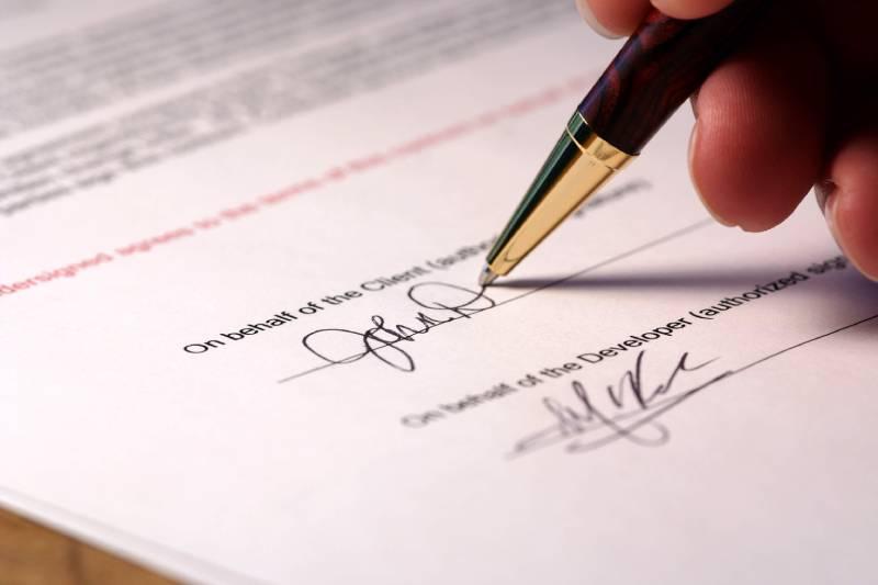 Những lưu ý khi kí hợp đồng may đồng may đồng phục công sở để tránh rủi ro không cần thiết