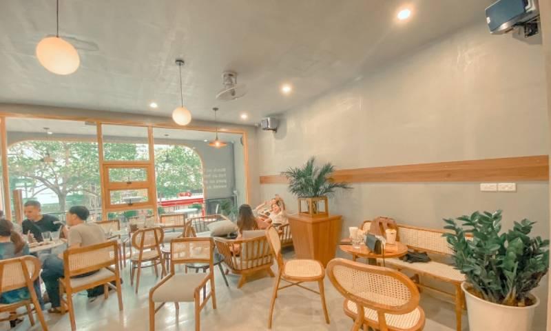 Laika Cafe có không gian vô cùng rộng rãi với hệ thống đèn sáng càng làm quán cafe này thêm lung linh và đẹp mắt hơn