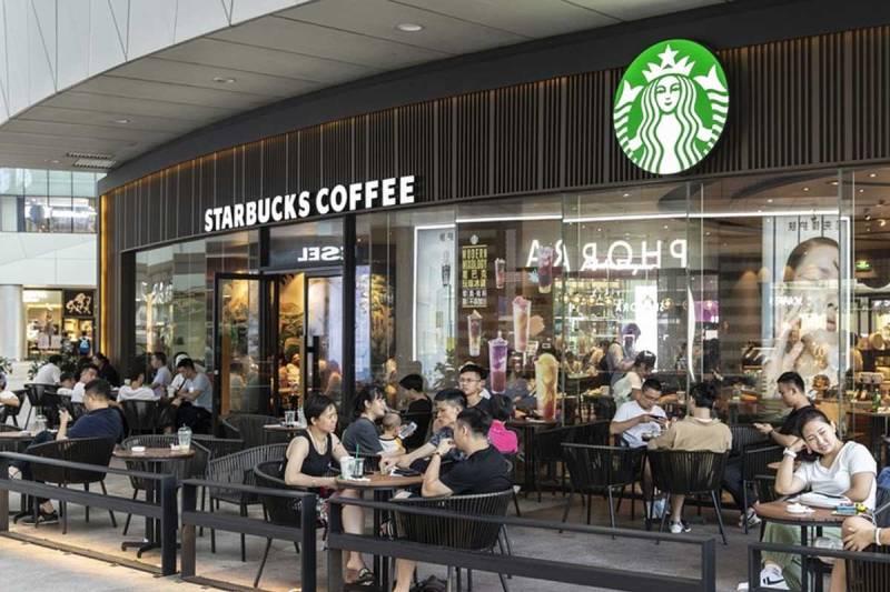 Là thương hiệu cafe nổi tiếng trên thế giới, không gian Starbucks đảm bảo khiến khách hàng có những trải nghiệm tuyệt vời nhất