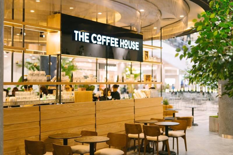 The Coffee House là quán cafe với không gian đẹp và thoáng mát thích hợp để làm việc, gặp gỡ bạn bè