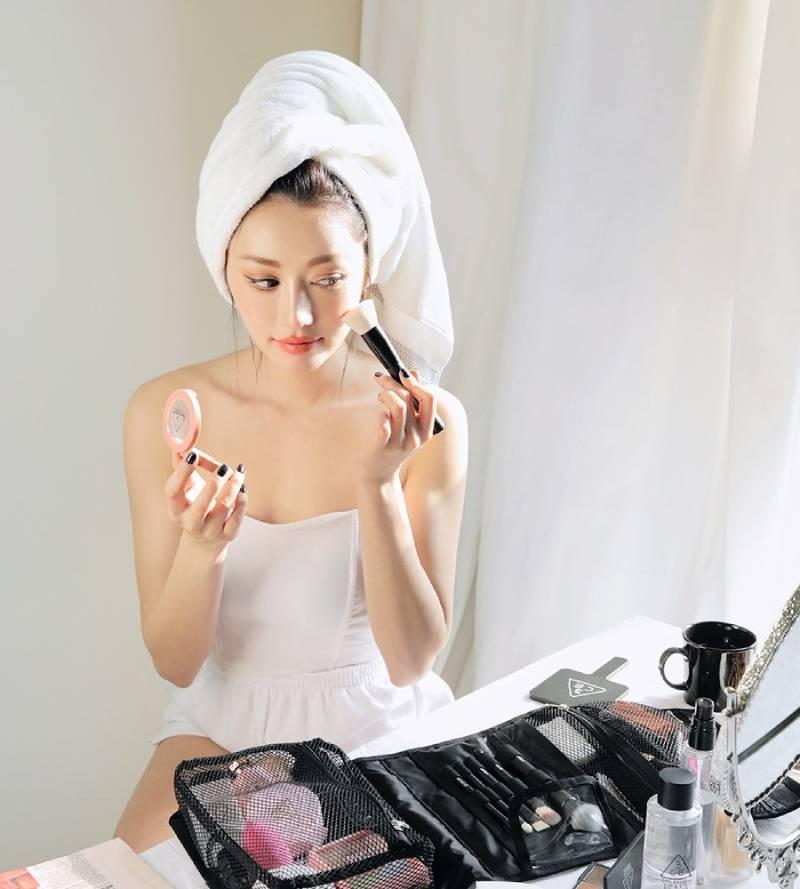 Trang điểm không hợp lý có thể là thói quen không tốt ảnh hưởng xấu đến da mặt