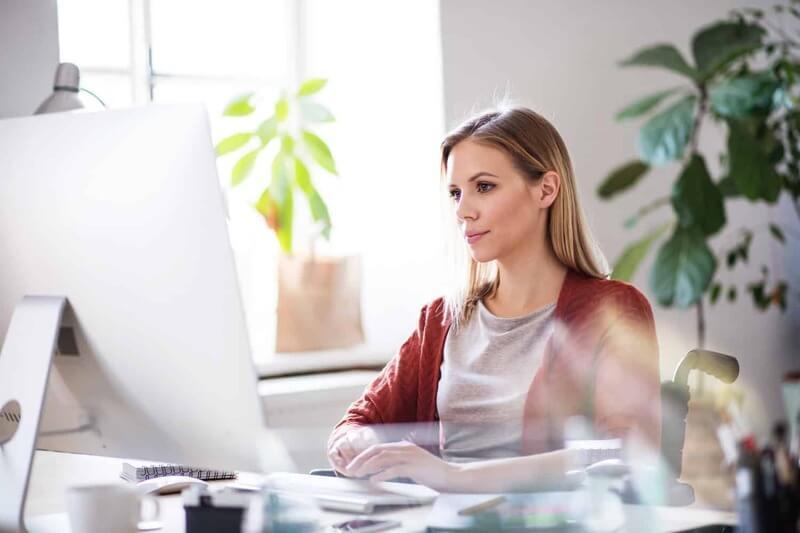 Ngồi làm việc hàng ngày trong nhiều giờ là nguyên nhân đầu tiên gây hiện tượng mỡ bụng