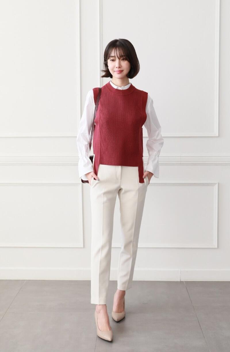 Phối đồ áo sơ mi nữ cùng áo gile - outfit thích hợp cho mùa thu đông