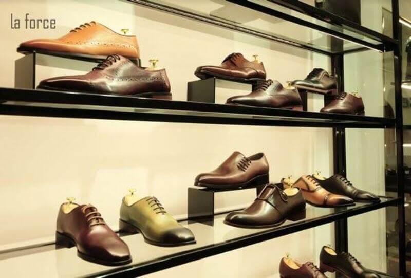 Với chất lượng sản phẩm cao cấp nên giá thành của các mẫu giày da nam ở đây cũng khá cao