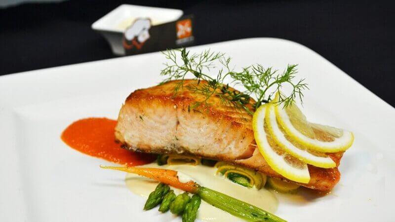 Cá hồi nướng chanh món ăn eat clean giúp giữ dáng vóc tốt nhất cho chị em phụ nữ
