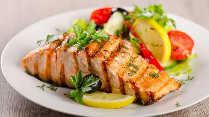 Cá hồi nướng bổ sung nhiều chất cần thiết có lợi cho cơ thể