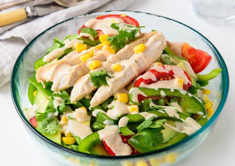 Salad ức gà sốt mè rang là món ăn eat clean đơn giản, dễ làm