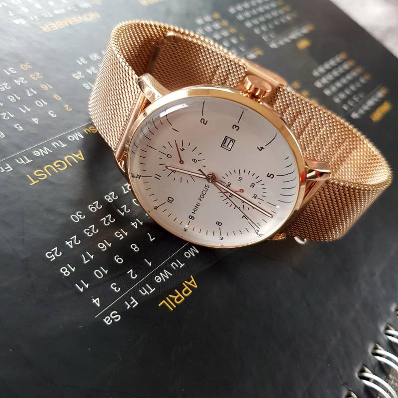 Đồng hồ nam dây kim loại, thiết kế sang trọng, độc đáo