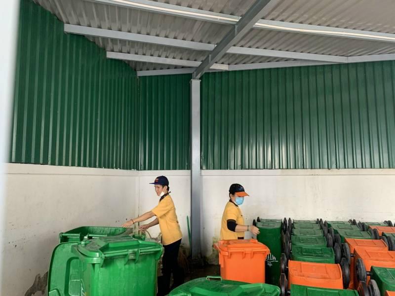 Thường xuyên vệ sinh và thu dọn chỗ để rác, nơi tiềm ẩn nhiều nguy cơ gây bệnh
