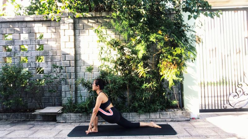 Phong Linh Yoga không chỉ là kênh hướng dẫn các bài tập Yoga mà còn là nơi chia sẻ nhiều kiến thức hữu ích để nâng cao sức khỏe và làm đẹp