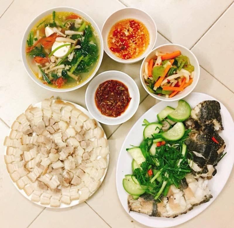 Nấu một bữa cơm với những món chồng bạn thích để xua tan mệt mỏi