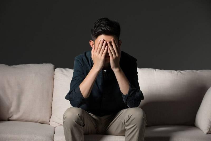 Áp lực công việc cao khiến dễ dàng sinh ra trầm cảm, ít nói, hay cáu gắt