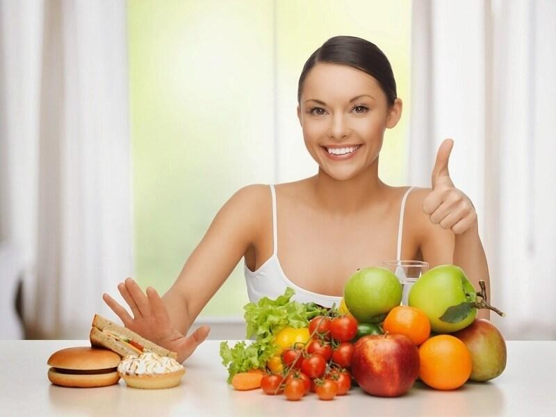 Thực hiện chế độ ăn uống lành mạnh, healthy giúp tinh thần khỏe khoắn, vui vẻ hơn