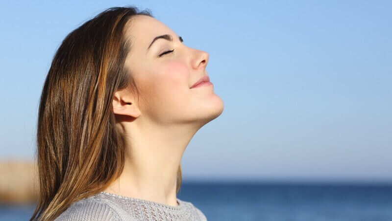 Hít thở sâu giúp tinh thần thoải mái, sảng khoái hơn