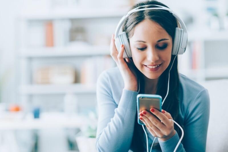 Nghe những giai điệu nhẹ nhàng, du dương và vui tươi khi bị stress giúp nhanh chóng lấy được tinh thần làm việc