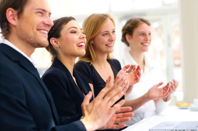 Sử dụng ngôn ngữ cơ thể giúp biểu đạt toàn bộ ý nói và hấp dẫn hơn với người nghe