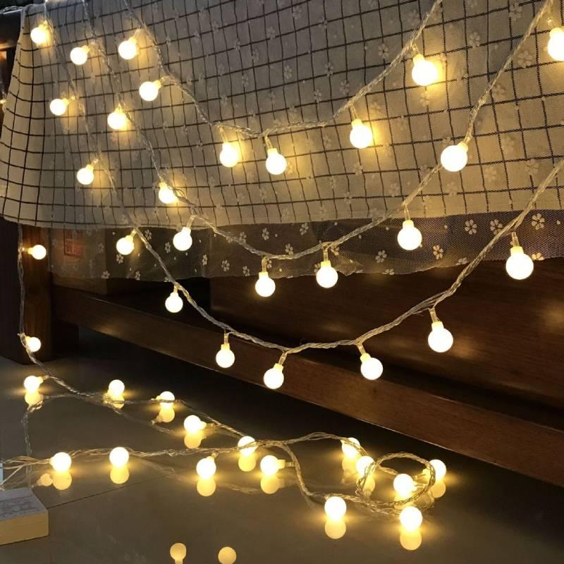 Decor phòng ngủ cực chill với dàn đèn lãng mạn