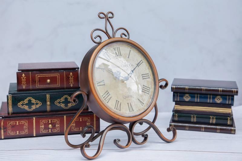 Đồng hồ phong cách cổ tạo điếm nhấn ấn tượng