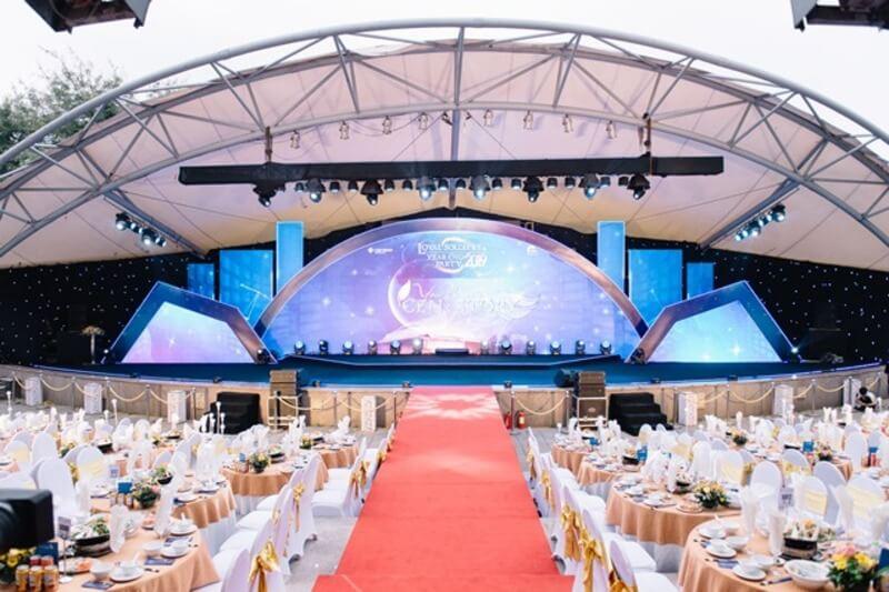 Trung tâm sự kiện Cung Xuân sở hữu cả không gian tổ chức ngoài trời và trong nhà rộng rãi, thoáng mát cho khách hàng