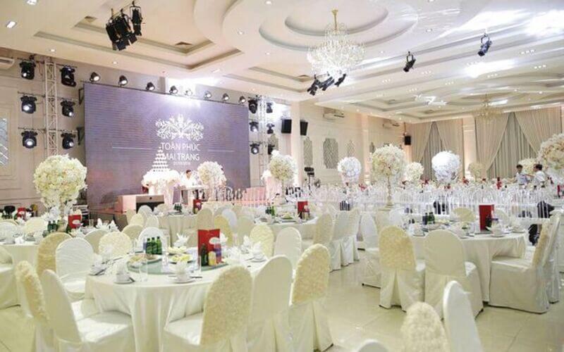 Long Vĩ Palace sang trọng, tiện nghi và hiện đại với sức chứa lớn cho các sự kiện của công ty, doanh nghiệp
