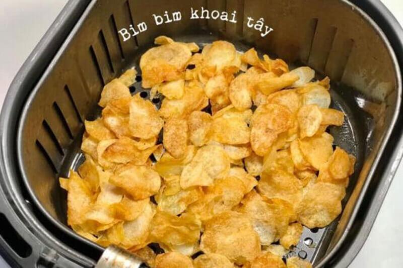 Snack khoai tây ngay tại nhà, ít sử dụng dầu mỡ cho các bạn đang ăn healthy
