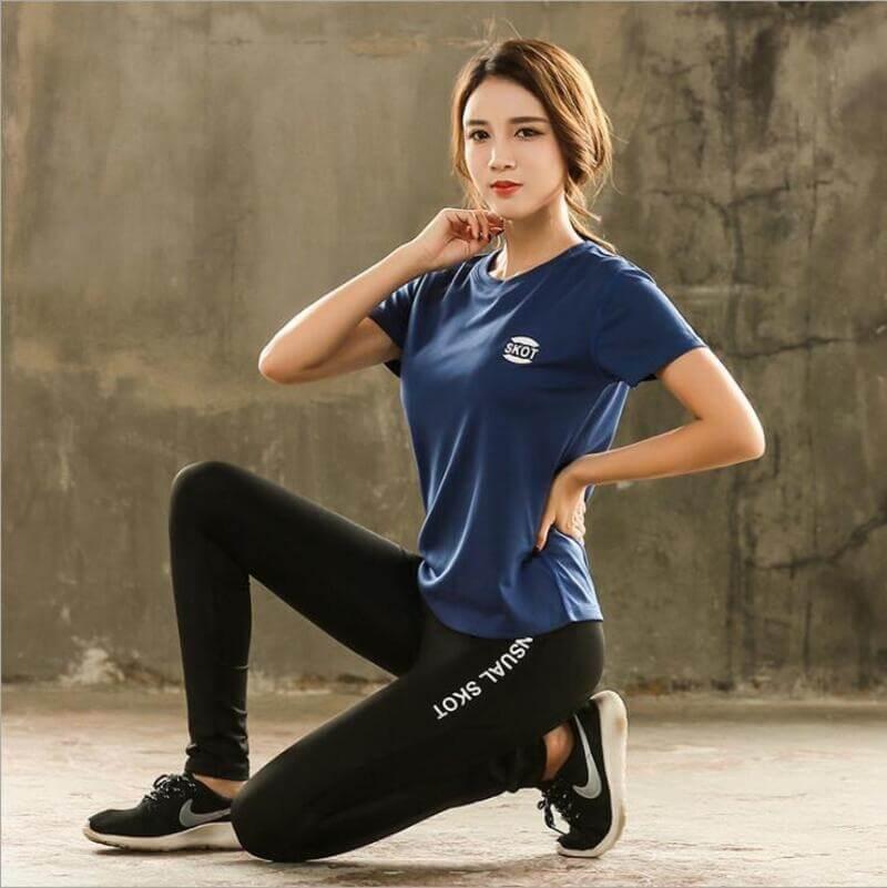 Áo thun là một trong những trang phục tập yoga thông dụng