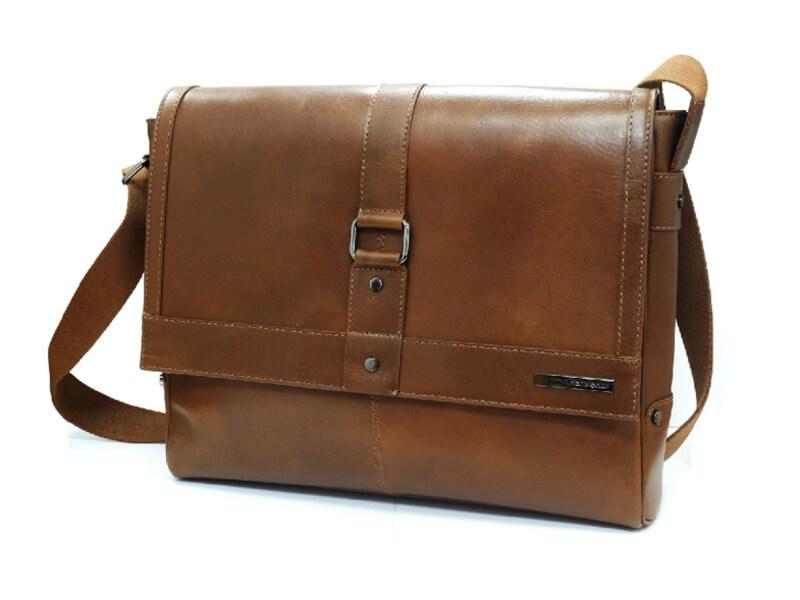 Messenger bag là mẫu cặp nam công sở được ưa chuộng nhất